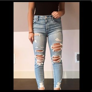American Eagle light wash skinny jeans!